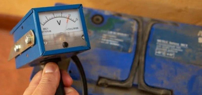 напряжение заряженного аккумулятора автомобиля