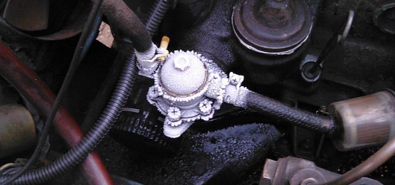 почему в автомобиле замерзает трубка от бензонасоса фильтр что делать