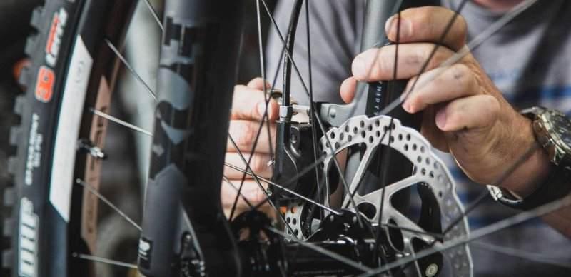 как снять колодки с дисковых тормозов велосипеда